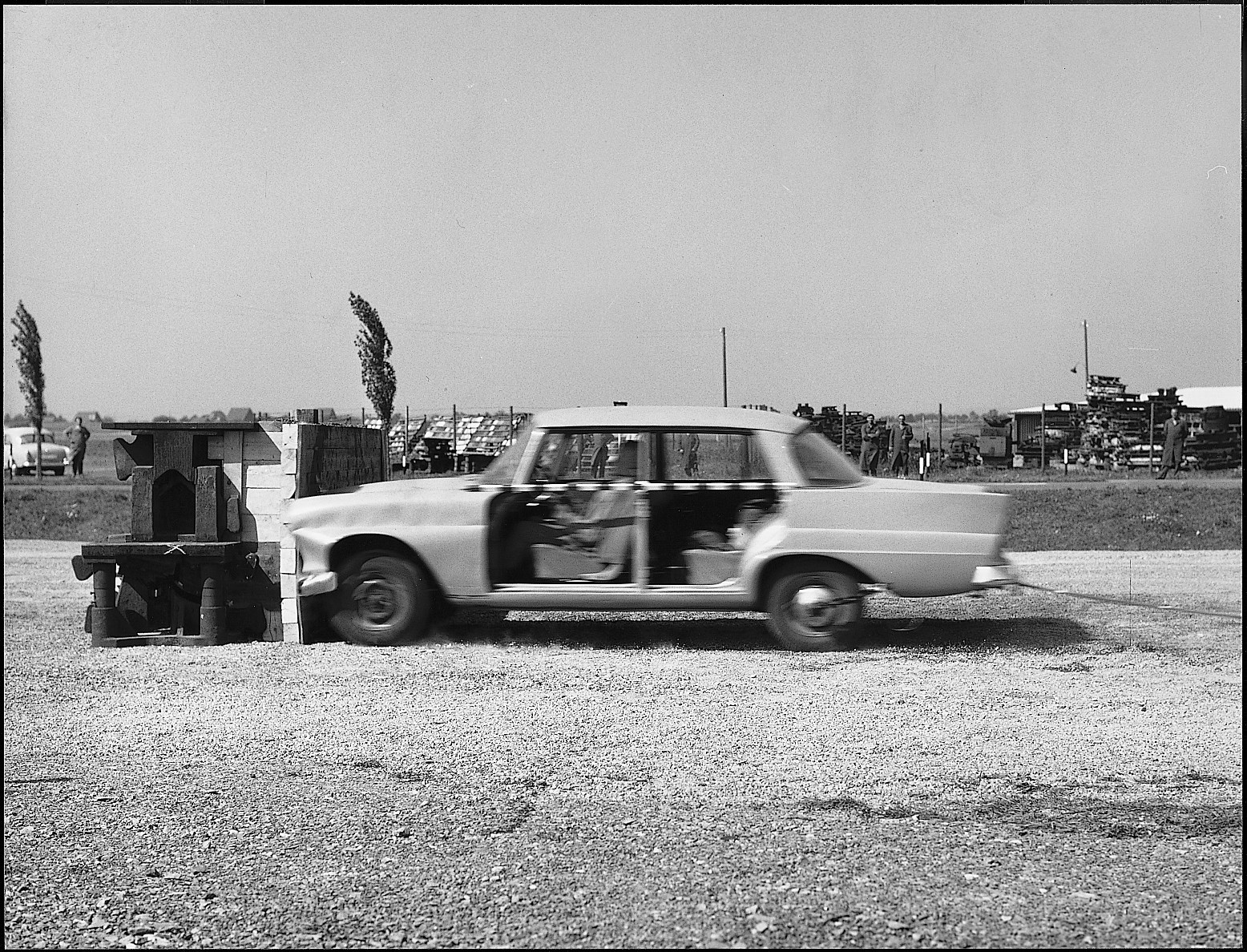 1-first-mercedes-benz-crash-test-on-10-september-1959_1800x1800-1